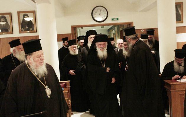 Η Ιερά Σύνοδος αποφάσισε ήττα της Εκκλησίας και πολιτικό δώρο στον