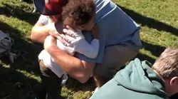 Εσείς αποχαιρετάτε όσους συναντάτε σε έναν πάρκο; Αυτός ο μικρός το έκανε! (και δεν ήταν και
