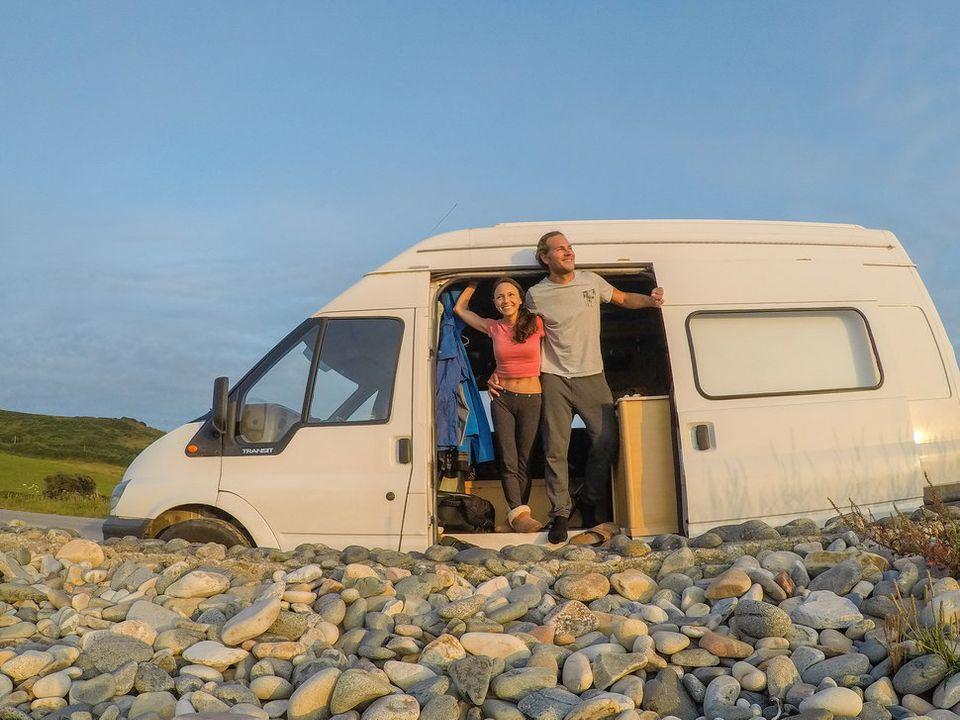 Brittany und Drew in ihrem Van.