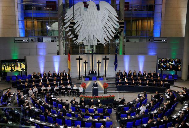 Der Bundestag am Volkstrauertag.