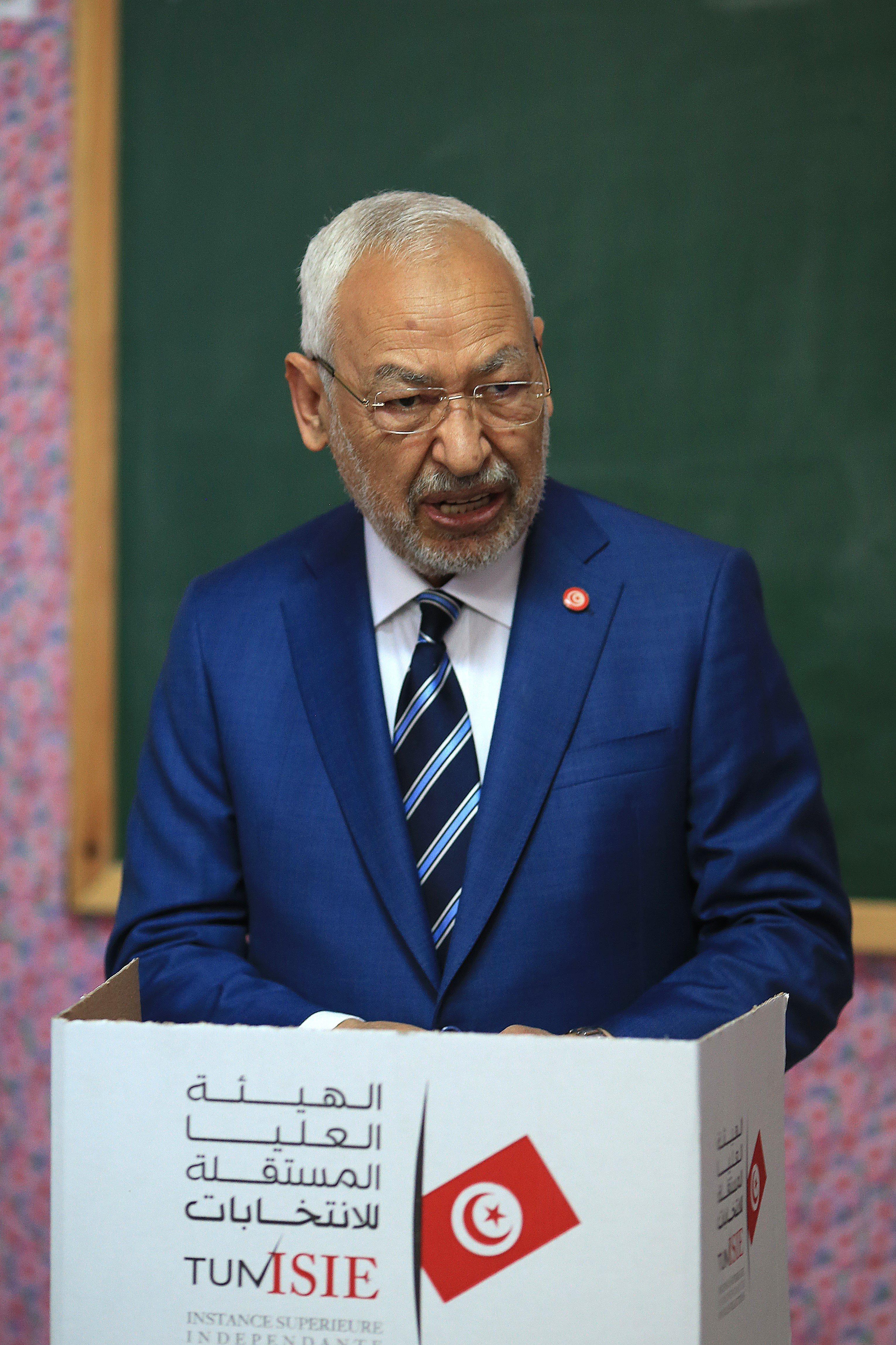 """Après les propos polémiques de Rached Ghannouchi sur d'anciens ministres """"corrompus"""": Ennahdha tempère et renvoie la balle au..."""