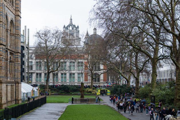 Πόσo ακριβά θα πληρώσουν τα βρετανικά μουσεία το