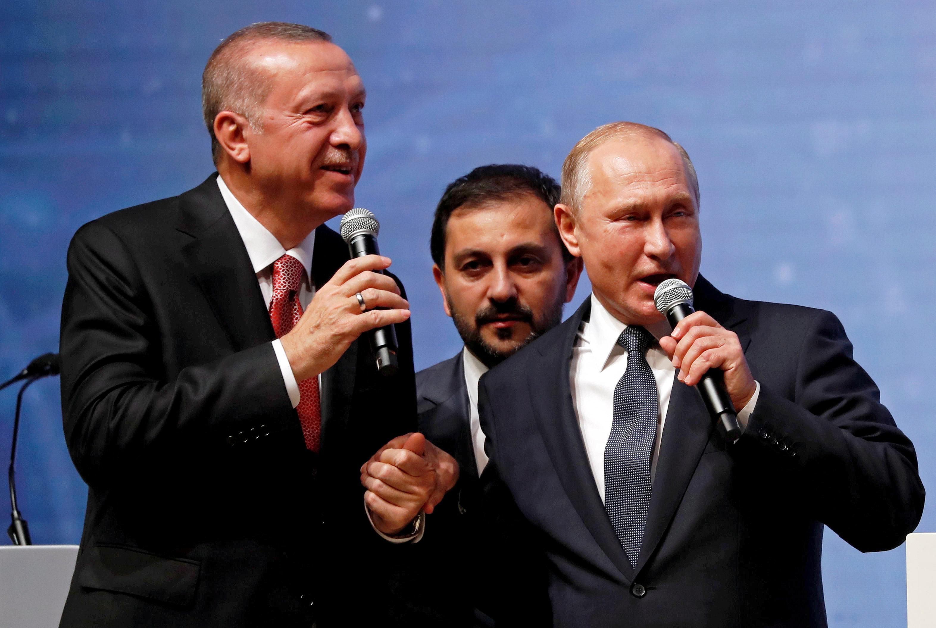 Χέρι - χέρι Πούτιν και Ερντογάν σε πανηγυρική τελετή για τον αγωγό