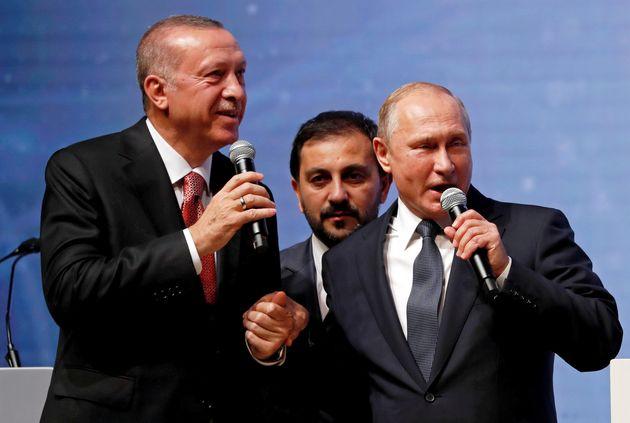 Χέρι - χέρι Πούτιν και Ερντογάν σε πανηγυρικό σόου για τον αγωγό