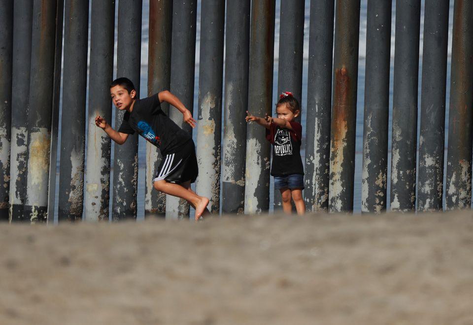 Τρεις εβδομάδες στον πόλεμο των αμερικανικών συνόρων: Ενας πολεμικός ανταποκριτής καταγράφει το τραύμα...