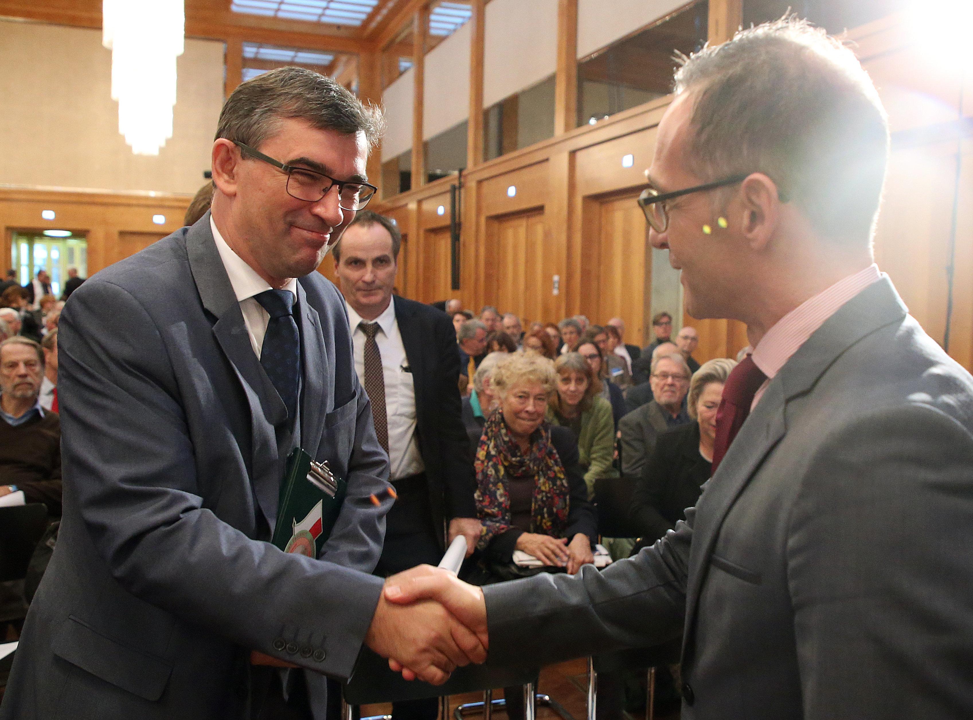 Polens Botschafter stellt Außenminister Maas bei Konferenz an den