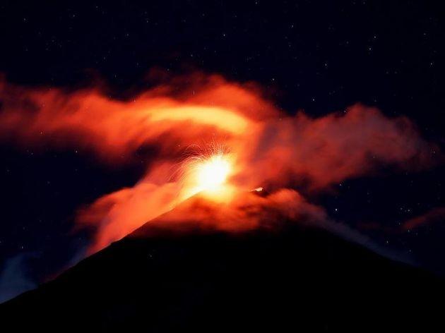 Το ηφαίστειο Φουέγο «ξύπνησε» ξανά. Εικόνες που κόβουν την