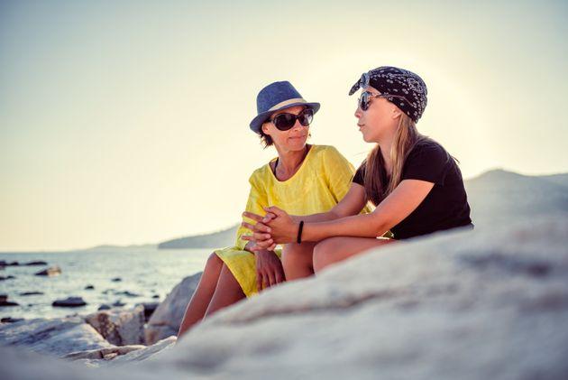 Toujours célibataire? Une étude suggère que votre mère pourrait en être la