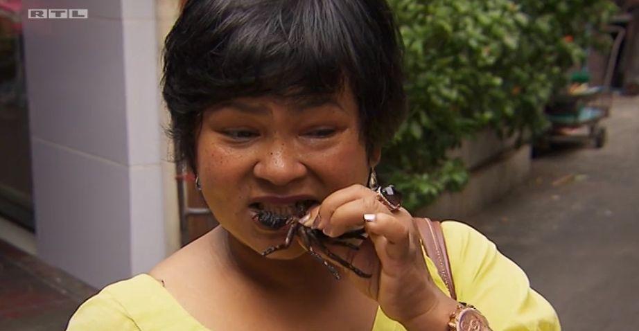 Narumol ist Thailänderin. Für sie ist es ganz normal, Insekten zu essen.