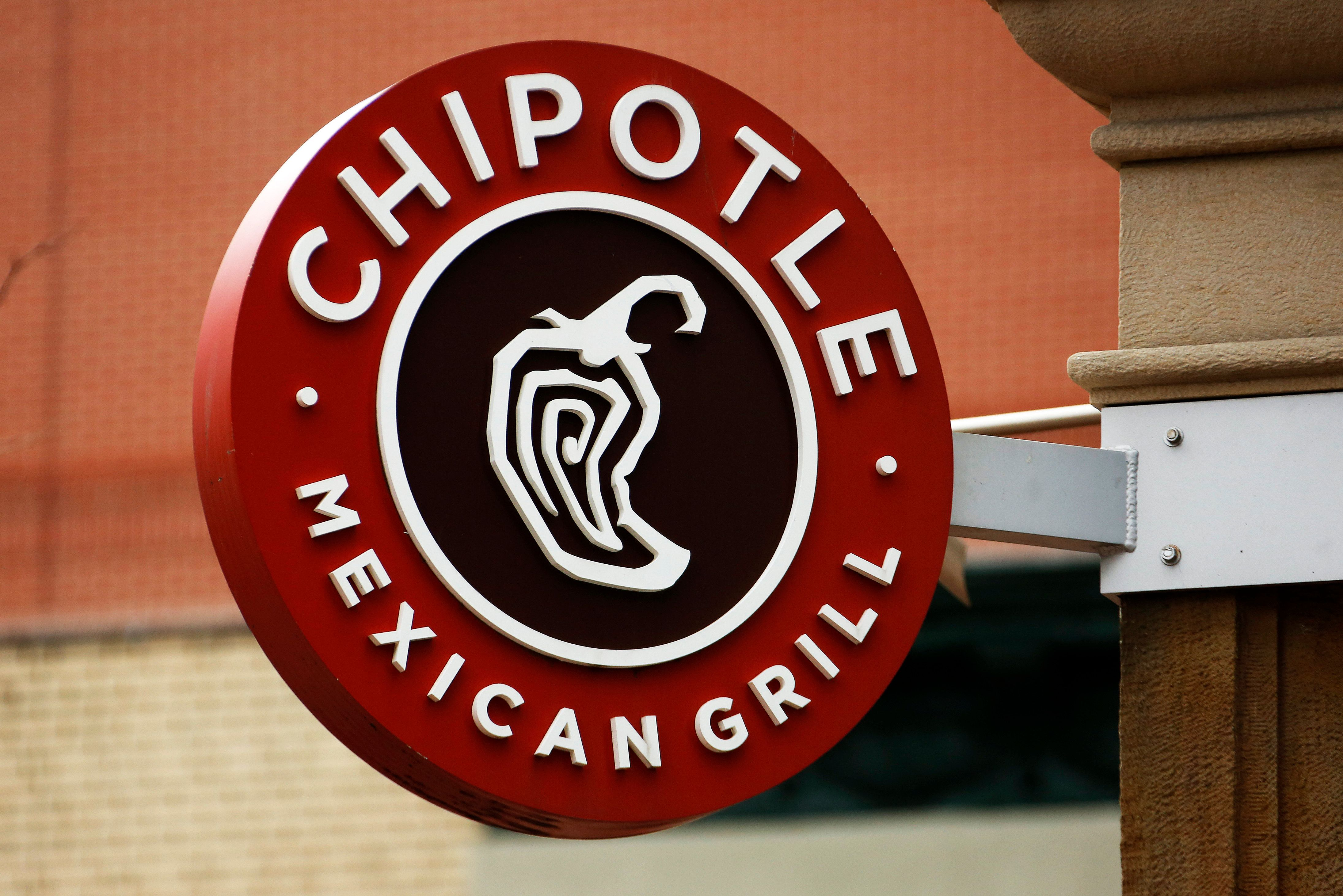 Chipotle Apologizes To Fired Manager And Offers Her Job