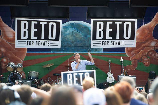 Μπέτο Ο'Ρουρκ: Ο λευκός Μπαράκ Ομπάμα που βάζει πλώρη για τον Λευκό Οίκο και το εμπόδιο των