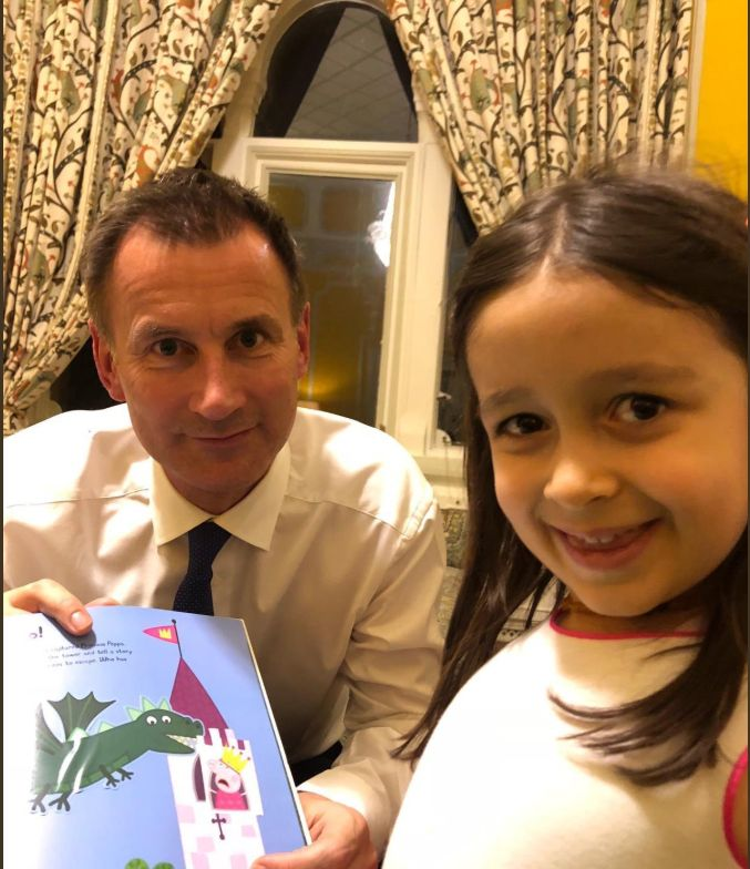 Photos Show Jeremy Hunt With Nazanin's Daughter During Iran