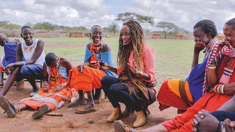 Leyla Hussein spricht mit Massai-Frauen in Kenia über Genitalverstümmelung. Die Frauen haben...