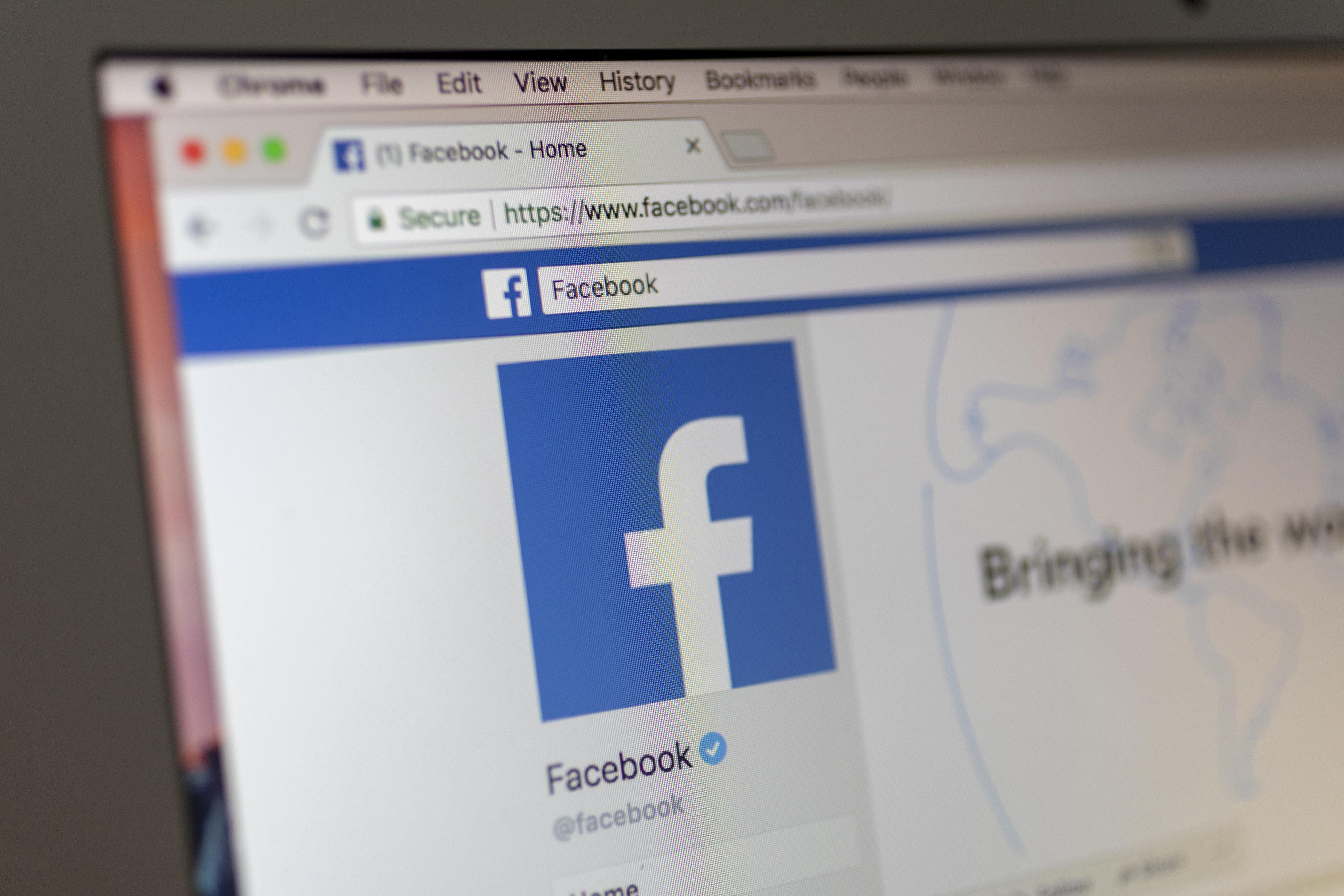 Según informes, una chica de Sudán del Sur fue subastada en Facebook. Su padre consiguió 500 vacas, tres...
