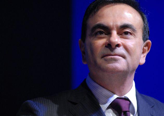 Le patron de Renault Carlos Ghosn voit sa garde à vue prolongée au