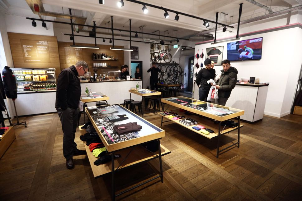 The bicycle brand Rapha added coffee, events and a monthly membership to attract high-end customers.