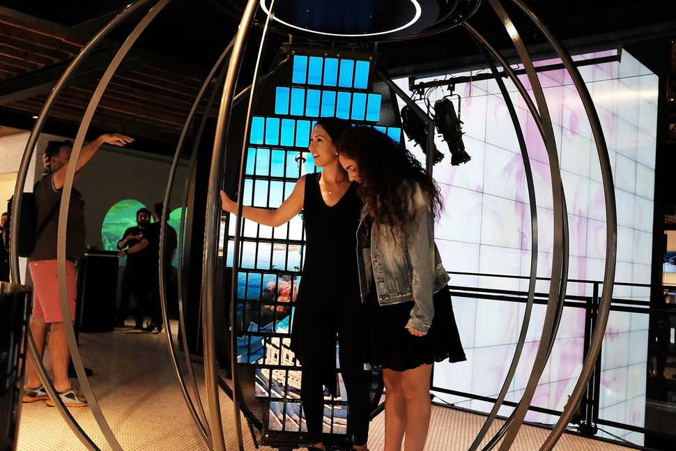 Samsung's flagship Manhattan store offers personalized experiences, but no hard sells.