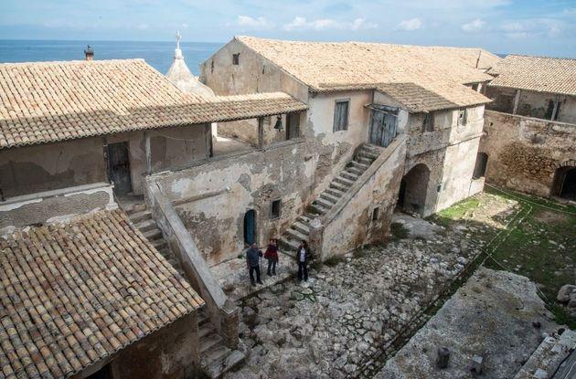 Η αυλή του Μοναστηριού....