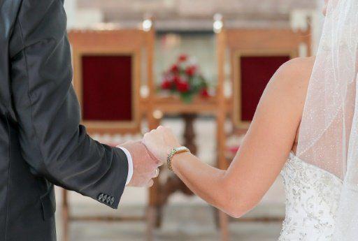 Der Kumpel des Bräutigams verkleidete sich als Braut. (Symbolbild)