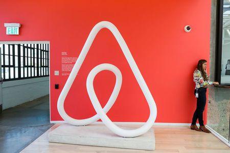 Airbnb se retire des colonies israéliennes de Cisjordanie, Israël menace de