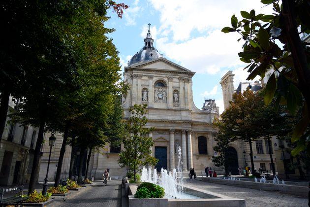 Une pétition s'oppose à la hausse des frais d'inscription des étudiants extra-européens en