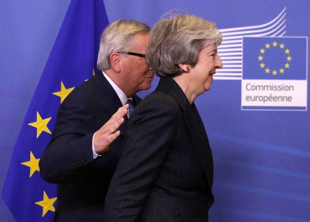 Κατ' αρχήν συμφωνία της Βρετανίας με την ΕΕ για το Brexit - Εν αναμονή δηλώσεων