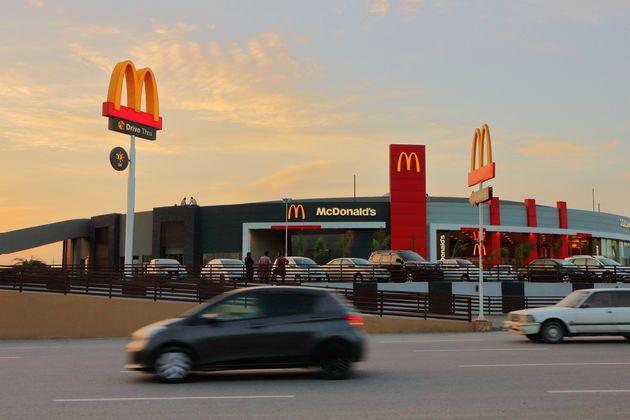 États-Unis: Un homme accusé d'avoir sorti une arme à feu devant des jeunes musulmans dans un McDonald's...