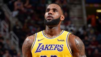 CLEVELAND, OH - NOVEMBER 21:  LeBron James #23 of the Los Angeles Lakers shoots a free throw during the 4th quarter against the Cleveland Cavaliers on November 21, 2018 at Quicken Loans Arena in Cleveland, Ohio. NOTE TO USER: User expressly acknowledges and agrees that, by downloading and or using this Photograph, user is consenting to the terms and conditions of the Getty Images License Agreement. Mandatory Copyright Notice: Copyright 2018 NBAE (Photo by David Liam Kyle/NBAE via Getty Images)