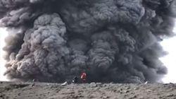 Η λεπτή γραμμή ανάμεσα στον θαρραλέο και τον τρελό: Ορειβάτες σε ηφαίστειο που
