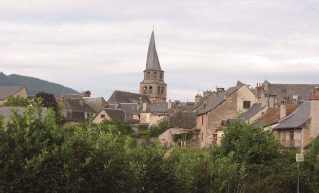 생 콤 돌트의 성당의 종탑은 비비 꼬여