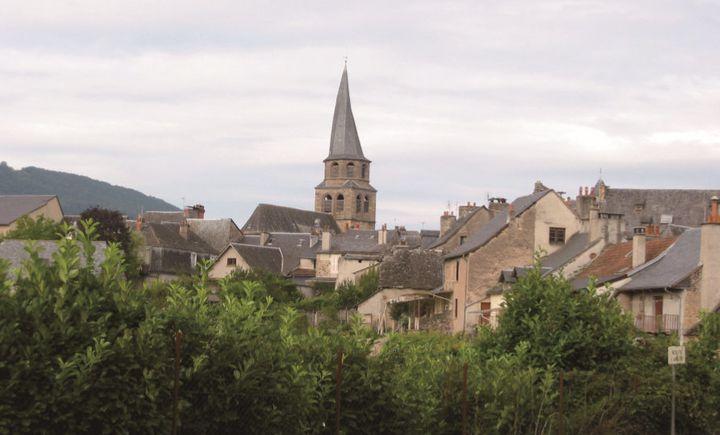 생 콤 돌트의 성당의 종탑은 비비 꼬여 있다.