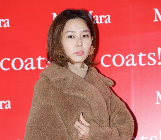 방송인 김나영이 남편의 구속과 관련해 사과문을