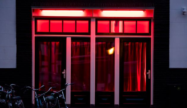 Experts warn driverless cars could create 'red light districts on