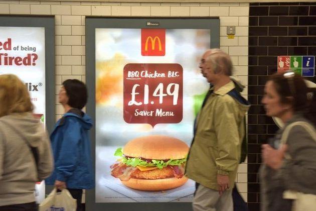 Το Λονδίνο απαγορεύει τις διαφημίσεις junk food στα μέσα μαζικής μεταφοράς