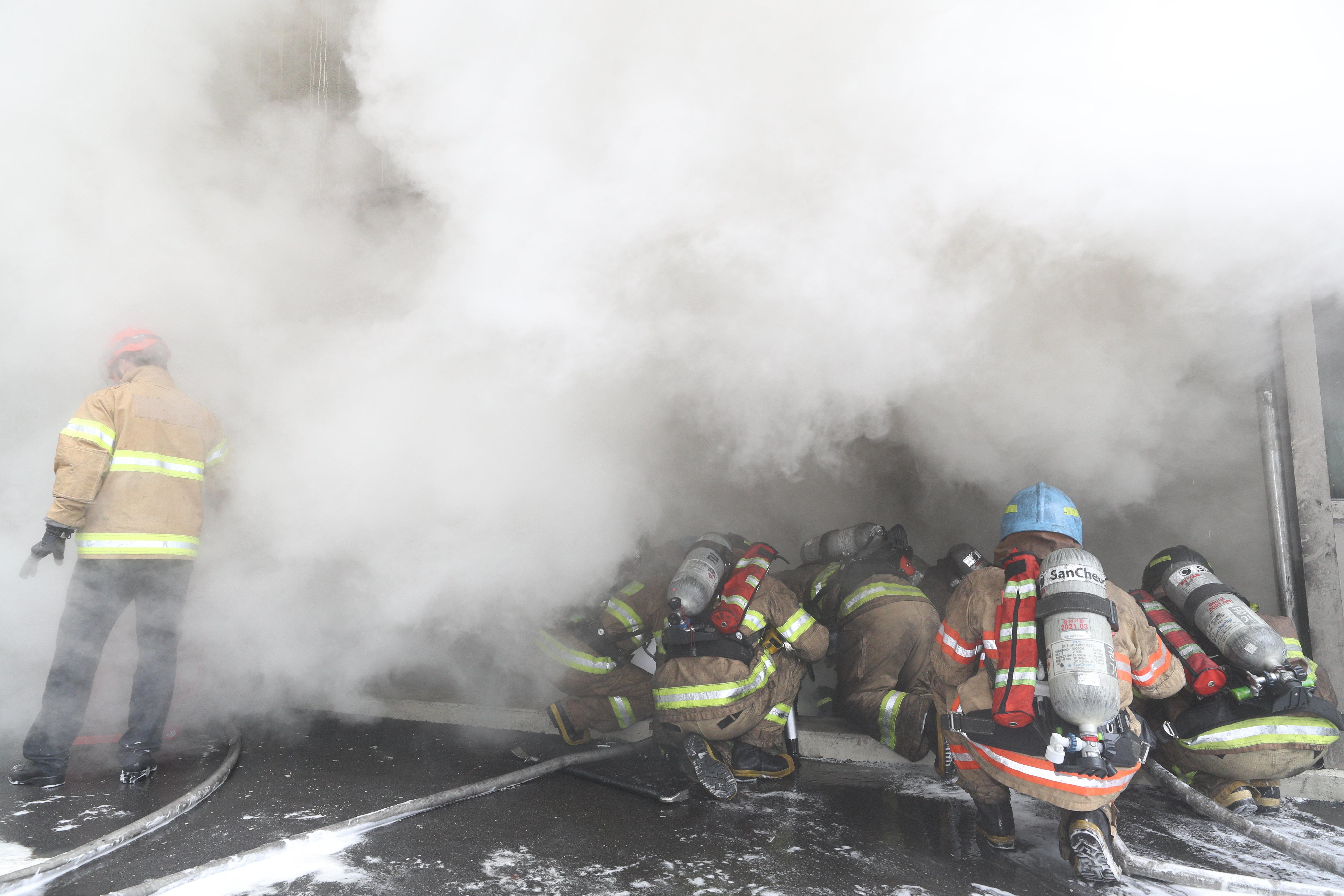 통신장애 일으킨 '서울 서대문구 KT 빌딩 화재' 현장