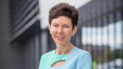 Γνωρίστε τη γυναίκα που παίρνει τρεις φορές τον μισθό του CEO της