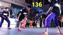 O μαθητής που «έσπασε» το Παγκόσμιο Ρεκόρ στο σχοινάκι – Έκανε εννιά αλματάκια το