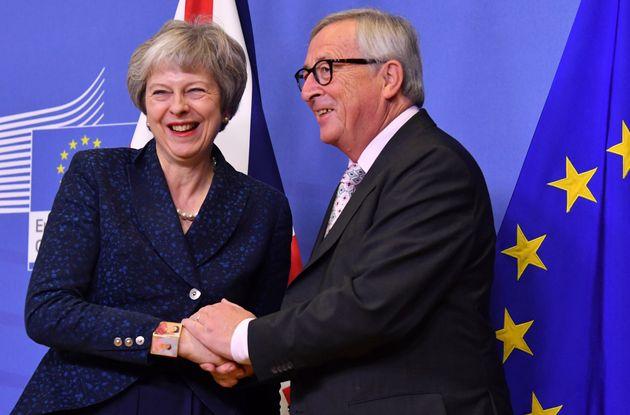 La Première ministre britannique Theresa May et le président de la Commission européenne...