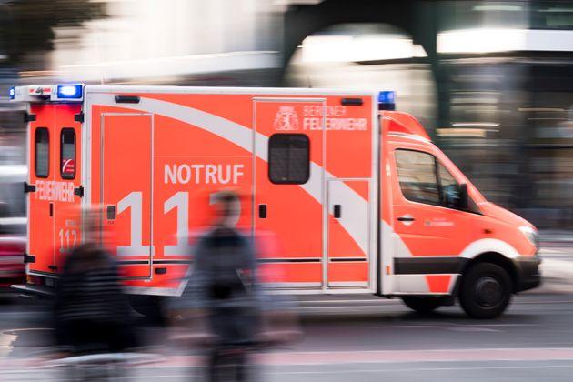 Der Rettungswagen kam zu spät – doch ein Sanitäter half am Telefon, das Kind zu retten.