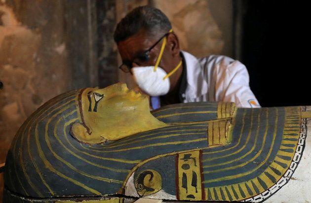 3000년 넘은 이 여성 미라의 석관이 이집트에서