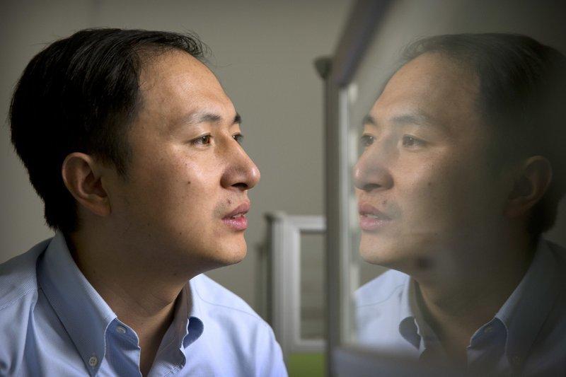 Ο επιστήμονας που υποστηρίζει πως δημιούργησε τα πρώτα γενετικά τροποποιημένα