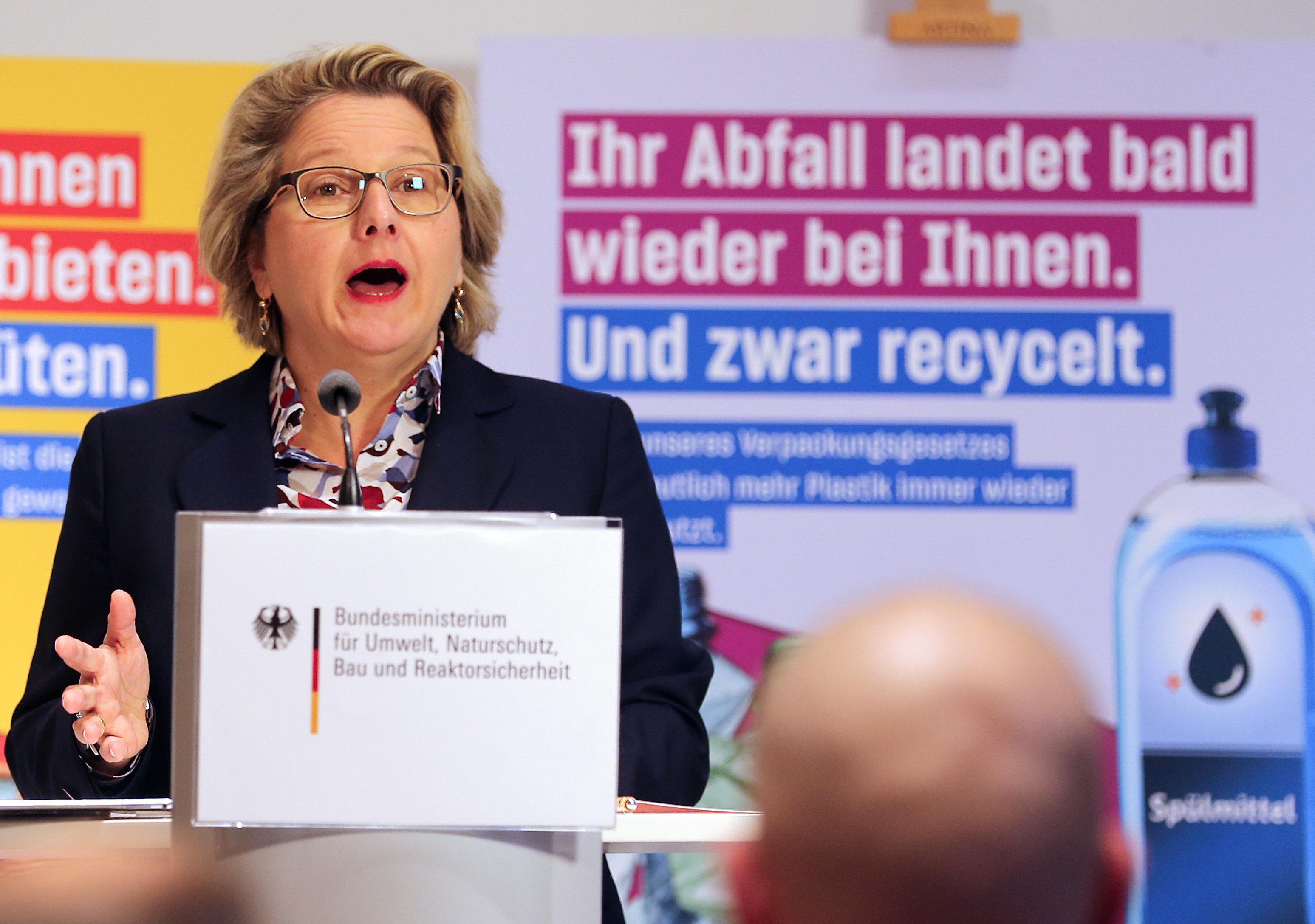 Umweltministerin Schulze stellt 5-Punkte-Plan im Kampf gegen Plastik