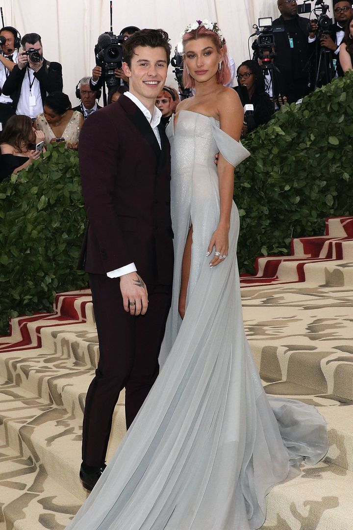 Mendes and Hailey Baldwin arrive at the 2018 Met Gala together in New York.