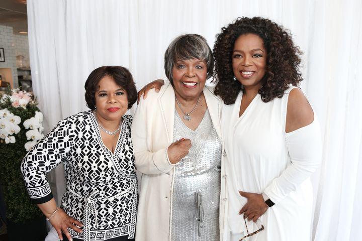 Vernita Lee (center) with her daughters Patricia Amanda Faye Lee (L) and Oprah Winfrey (R) at Vernita's 80th birthday p