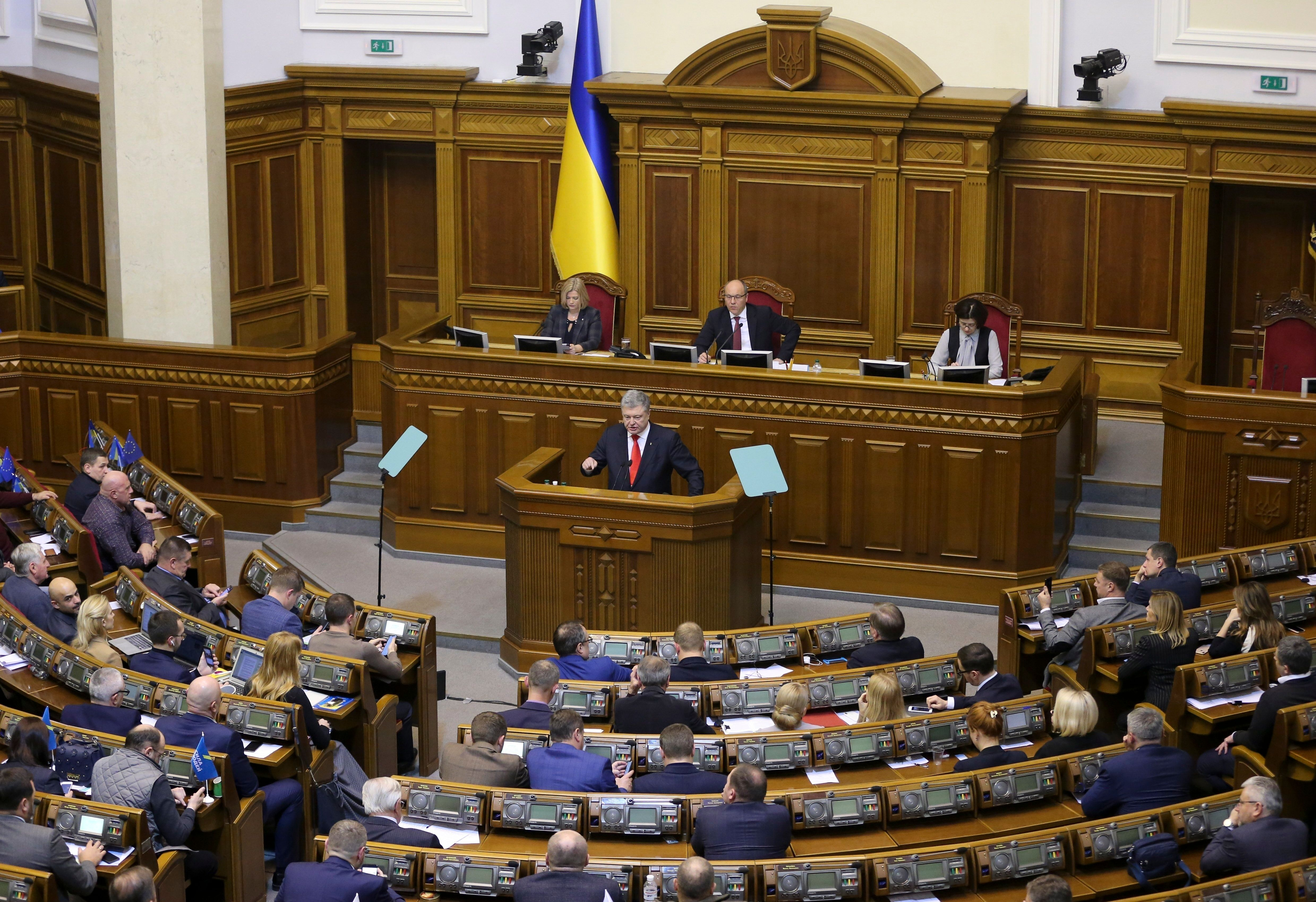 President Petro Poroshenko addresses the Ukrainian parliament
