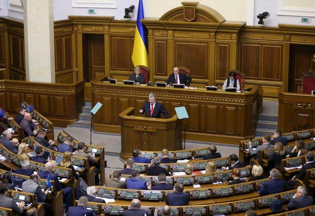 President Petro Poroshenko addresses the Ukrainian