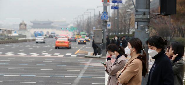 27일 오전 서울 광화문광장의 초미세먼지농도는