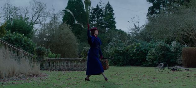 Mary Poppins arrives holding a kite in the film's
