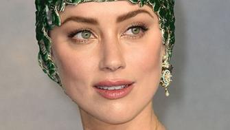 <p>Hier soir avait lieu l&#39;avant-première du film <em>Aquaman</em> à Londres. Et l&#39;actrice Amber Heard a volé la vedette avec son surprenant look d&#39;inspiration marine...</p>