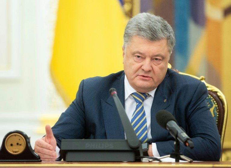 Ποροσένκο: Eίμαστε αντιμέτωποι με την απειλή ξεσπάσματος ολοκληρωτικού πολέμου με τη